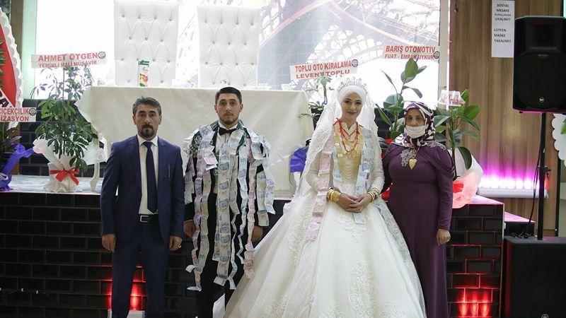 Aşiret düğününde takı yarışı: 40 dakikada 1 milyon TL