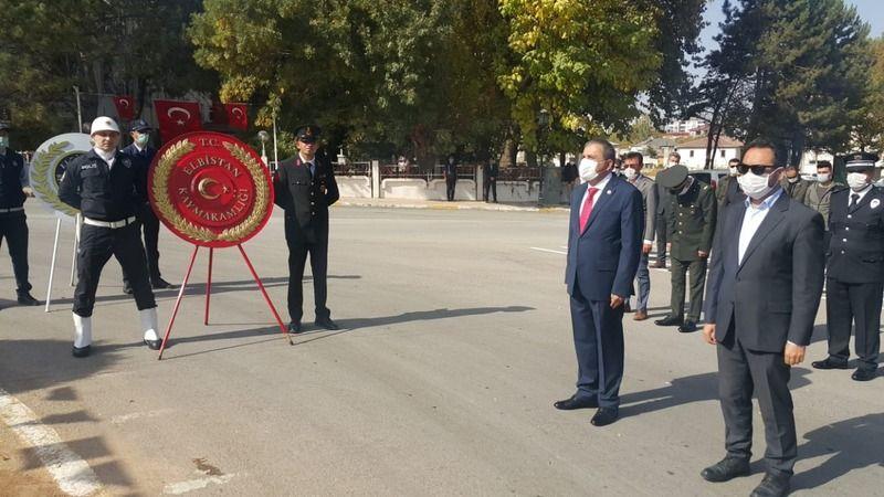 Elbistan'da 29 Ekim, çelenk sunma töreni ile başladı