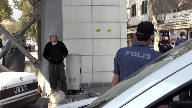 Karantinada olması gereken kişi, maskesiz halde polise yakalandı
