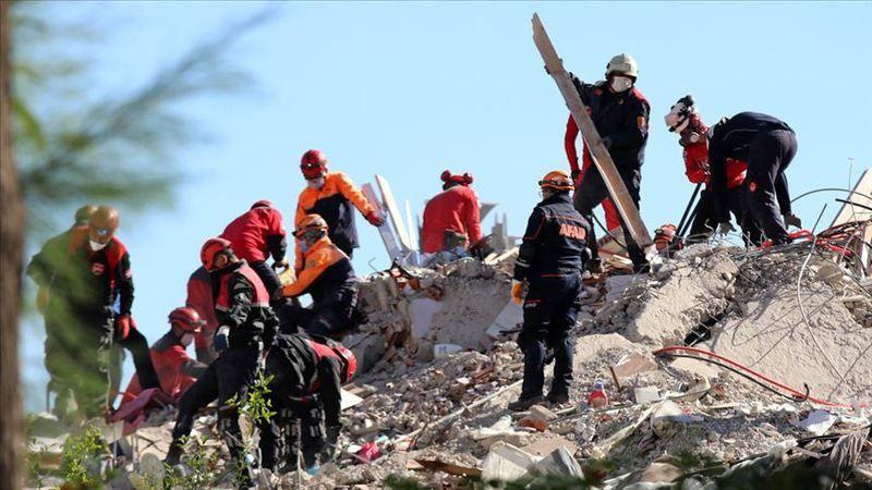 İzmir depreminde hayatını kaybedenlerin sayısı 35'e yükseldi
