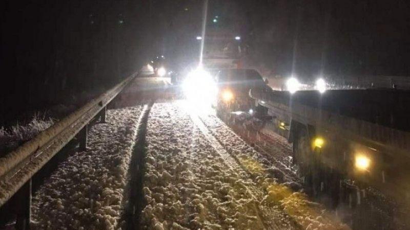 Elbistanlı sürücüler dikkat: Kar yağışı başladı, otobüsler yolda kaldı!