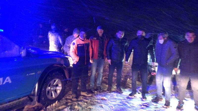 Elbistan'da mahsur kalan iki kişi Jandarma ve arama kurtarma ekiplerince kurtarıldı