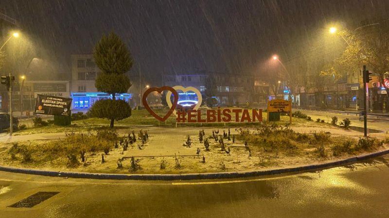 Elbistan'a yılın ilk kar yağışı başladı