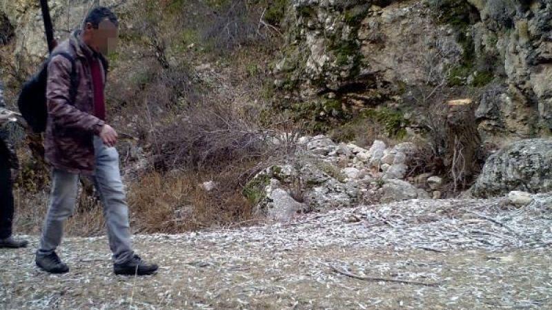 Elbistan ve Nurhak'ta yaban keçilerinin peşine düşen avcılar, fotokapana yakalandı