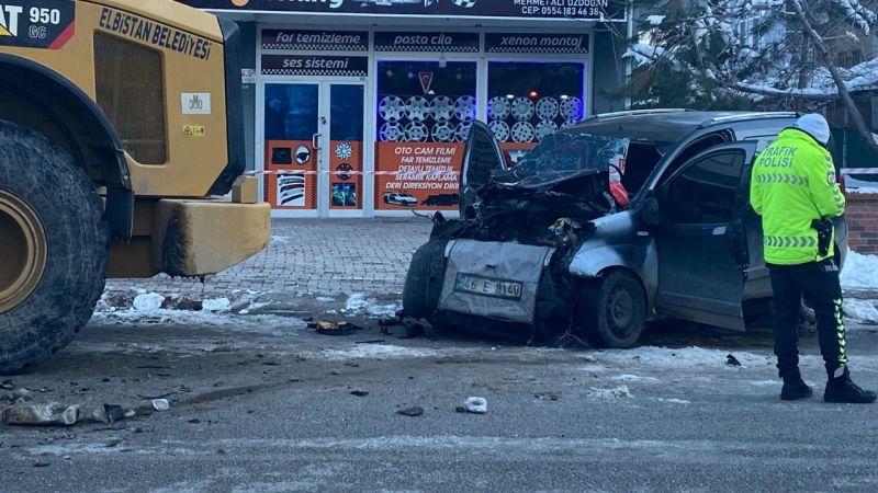 Elbistan'da feci kaza: İş makinesine çarpan sürücü hayatını kaybetti
