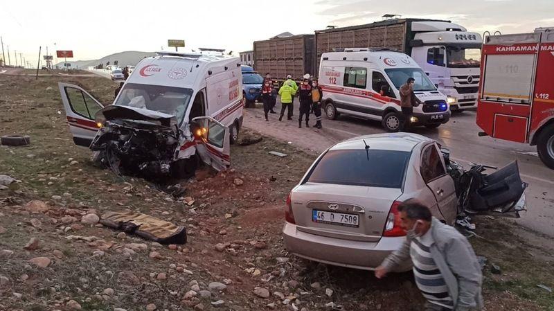 Elbistan'da feci kaza! Ambulansla otomobil çarpıştı: 3 ölü