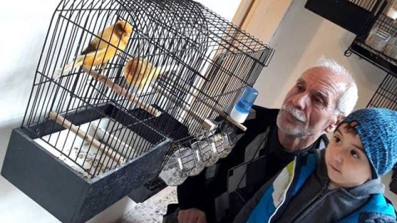 68 yaşındaki amca yavru kuşları şırınga ile besliyor