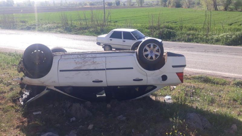 Elbistan'da kontrolden çıkan otomobil takla attı