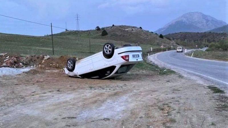 Elbistan yolunda trafik kazası: Yoldan çıkan otomobil ters döndü