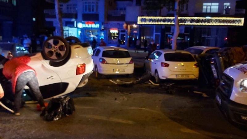 Zincirleme kazada yol savaş alanına dönüştü: 4 yaralı