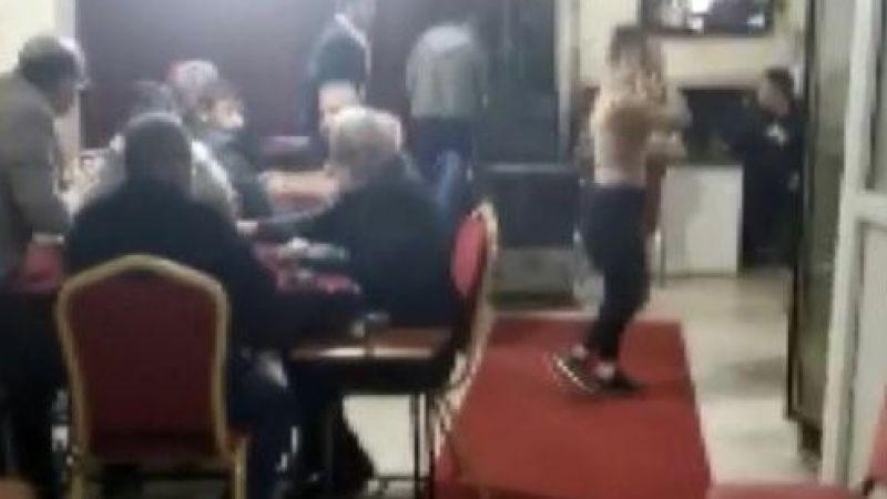 Kahramanmaraş polisinden Elbistan'da kumar oynayanlara baskın: 102 bin tl ceza kesildi