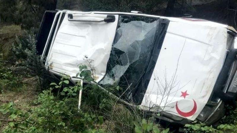 Yoldan çıkan kamyonet uçuruma yuvarlandı: 7 yaralı