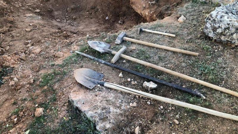 Elbistan'da kaçak kazı yapan 4 kişiye para cezası