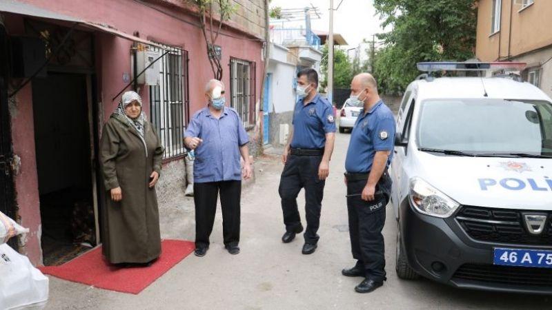 Yaşlı adam polis aracıyla ameliyata gidip geldi