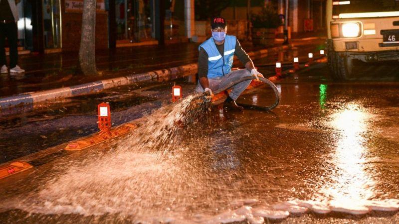 Elbistan'da bayram temizliği: Cadde ve sokaklar yıkandı