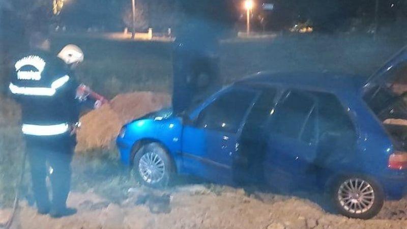 Elbistan'da park halindeki otomobil yandı