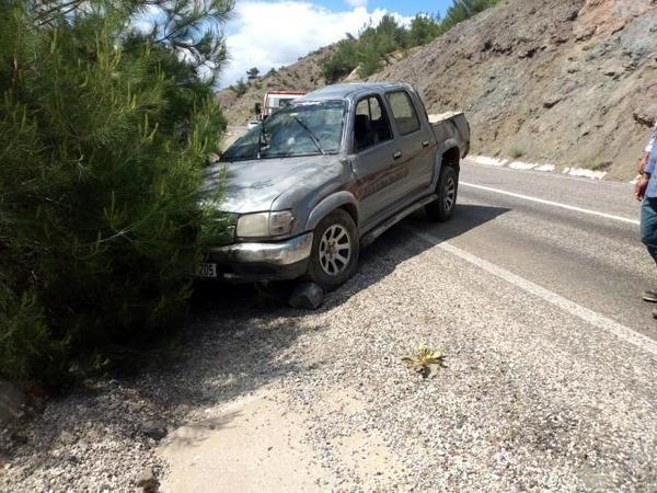 Şarampole düşen kamyonet sürücüsü yaralandı