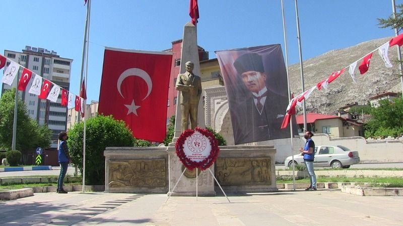 Elbistan'da 19 Mayıs'a buruk kutlama