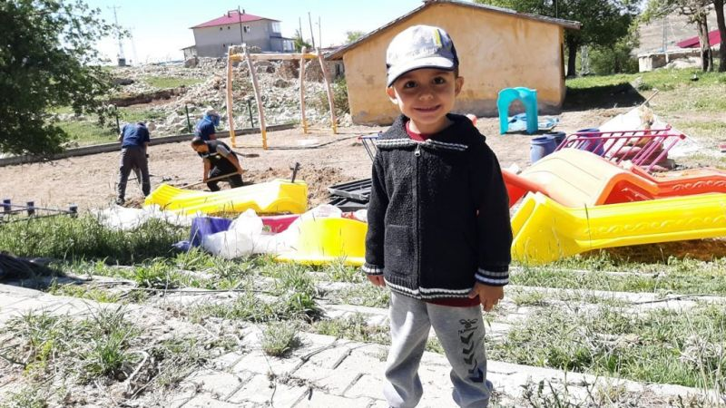 Elbistan'da oyun grupları belediye tarafından yenileniyor