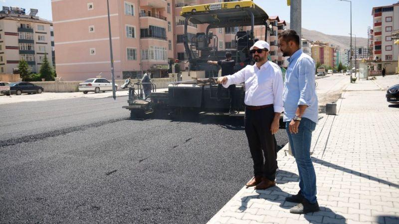 Elbistan'da altyapı çalışmaları biten yolların yapımı başladı