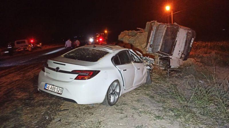 Elbistan'da otomobil ile kamyon çarpıştı: 7 yaralı