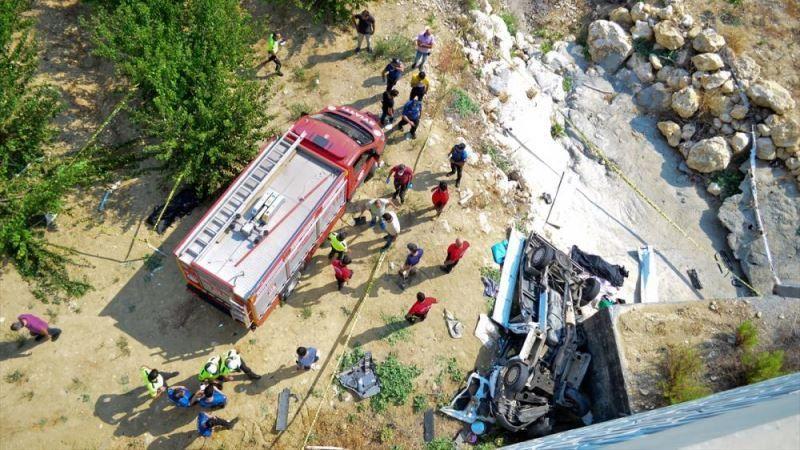 Kamyonet şarampole yuvarlandı: Ekinözülü baba ve kızı hayatını kaybetti!