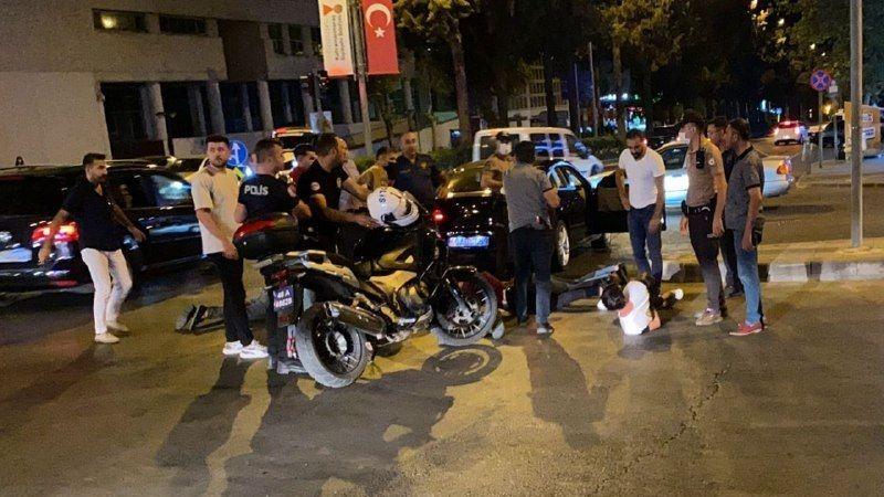'Dur' ihtarına uymayan sürücü polisleri sürükledi: 2 polis 2 bekçi yaralandı