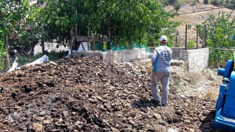 Elbistan'da zararlılarla mücadele çalışmaları devam ediyor