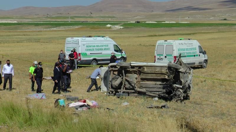 Kahramanmaraş'lı aile Kayseri'de kaza yaptı: 4 Ölü 7 Yaralı