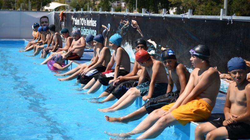 Elbistan'da ücretsiz havuz ve ücretsiz yüzme kursuna büyük ilgi