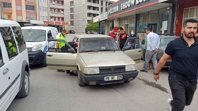 Çaldıkları otomobili bırakıp kaçarken yakalandılar