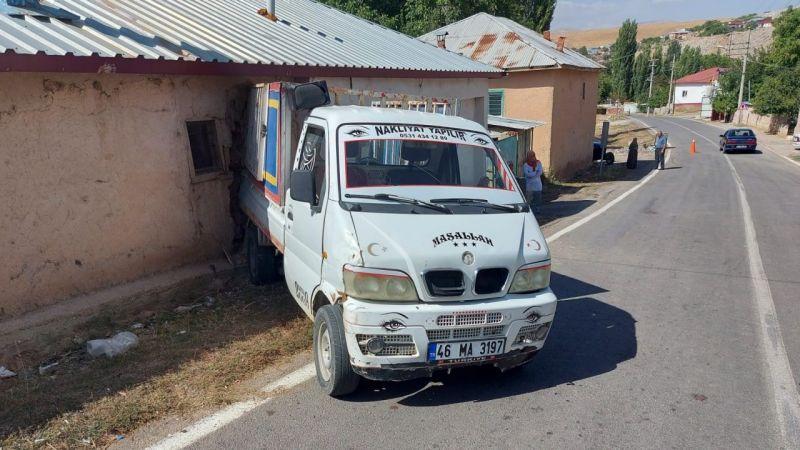 Afşin'de 20 kişinin bindiği kamyonet faciadan döndü: 6 yaralı