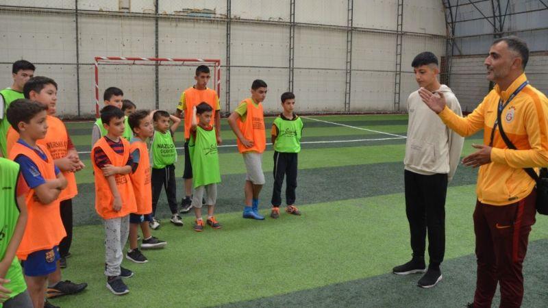 Elbistan Futbol Okulu'nda yetişen iki öğrenci Süper Lig takımlarına transfer oldu