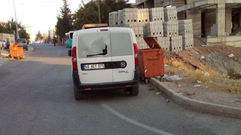 Geri geri giden kamyonet yaşlı adamı ezdi!