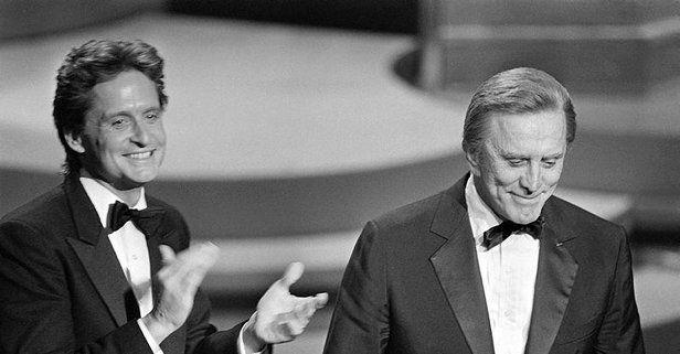 Efsanevi aktör Kirk Douglas 103 yaşında hayatını kaybetti.