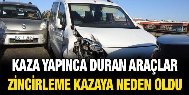 Kaza yapınca duran araçlar zincirleme kazaya neden oldu