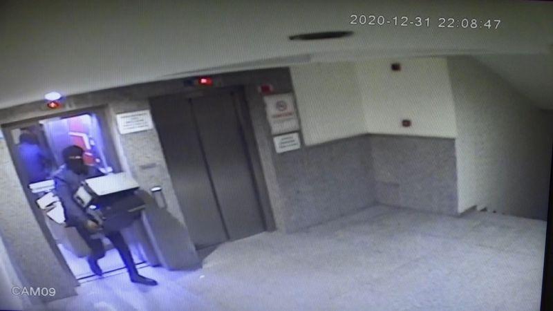 Rahat hırsızlar önce kameralara sonra polise yakalandı