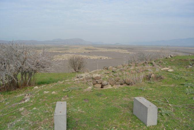 Suyun azaldığı Tahtaköprü Barajı'nda arkeolojik alanlar ortaya çıktı