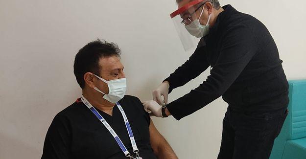 Başhekim Doç. Dr. Ertuğrul Kılıç korona virüs aşısı oldu