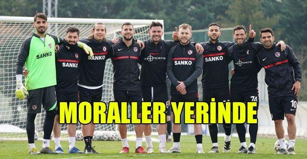 Futbolcuların yüzü gülüyor