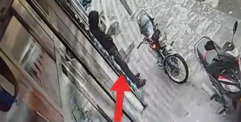 Saniyeler içinde motosiklet çaldı