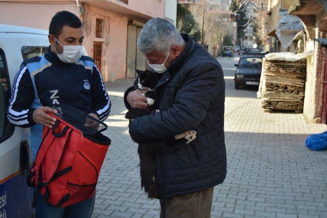 Gaziantep'te kaybolan kedisine zabıta sayesinde ulaşan hayvansever sevinç yaşadı