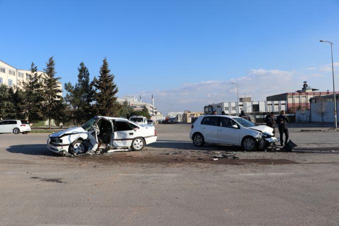 Gaziantep'te bir kişinin öldüğü 4 kişinin yaralandığı trafik kazası güvenlik kamerasınca kaydedildi