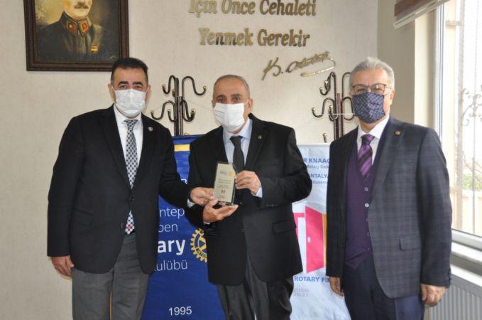 Ergun Yetkin'e Aile ve Toplum Hizmet Ödülü