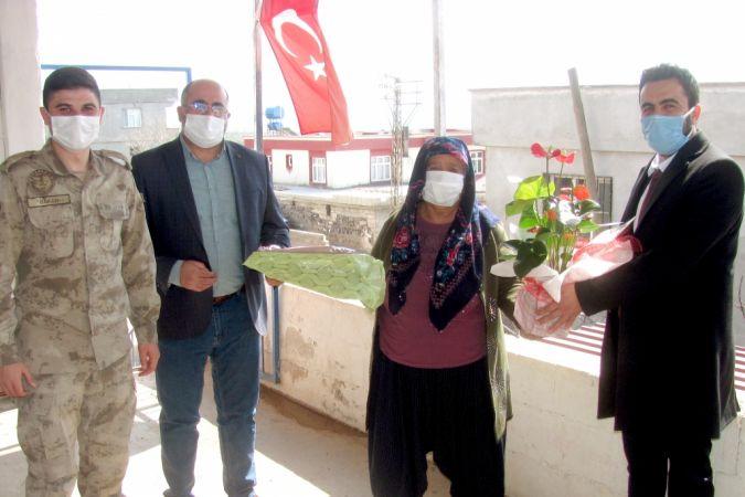 Araban'da şehit anneleri ve tarım işçisi kadınlara 8 Mart ziyareti