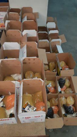 Tarım işçilerine gıda paketi ve ev eşyası