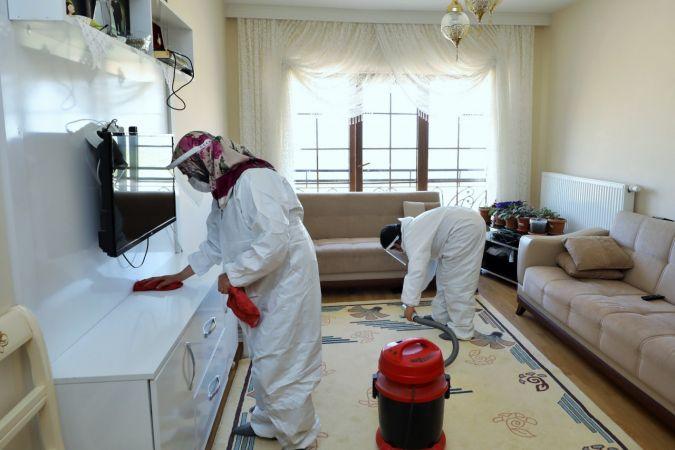 Şehitkamil belediyesi 65 yaş üstü vatandaşların evlerini temizlemeye devam ediyor