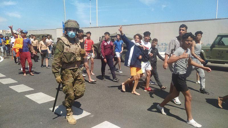 İspanya Savunma Bakanı Robles'ten Fas'a şantaj suçlaması