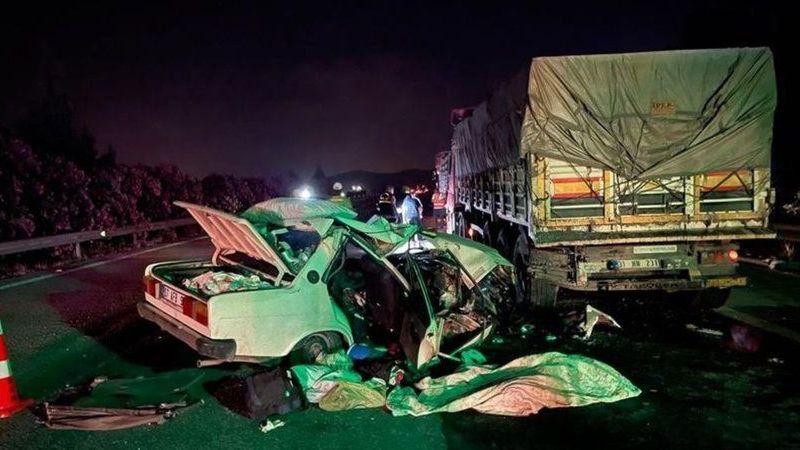 Son Dakika...Gaziantep'de otomobil, TIR'ın altına girdi: 1 ölü, 3 yaralı