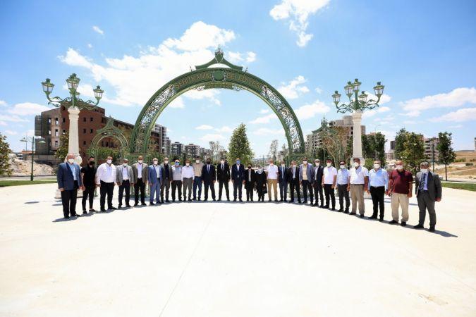 Rıdvan Fadıloğlu, meclis üyelerini proje alanlarında bilgilendirdi